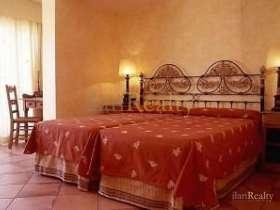 Три отеля в регионе Коста Брава на продаже с прекрасным видом