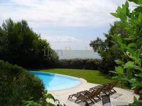 Extraordinaria villa de más de 10 habitaciones a la venta en primera línea de mar en Playa de Aro