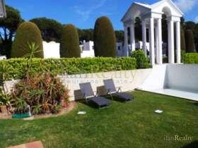Сдается в аренду уютная квартира в Пальс, на первом этаже с собственным садом.