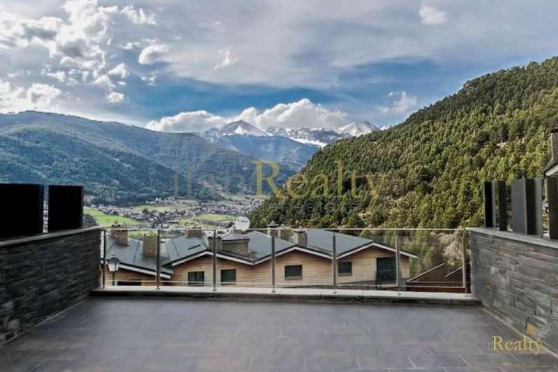 Chalet de lujo nuevo en venta en Andorra, entre la ciudad y las montañas